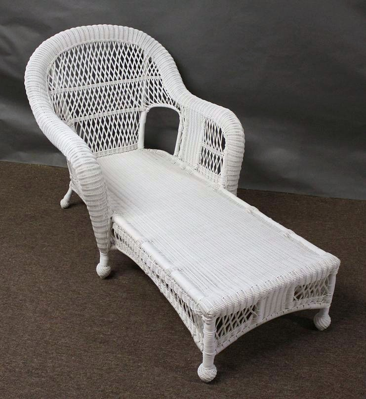 White wicker lounge chair white wicker chaise lounge for Bamboo chaise lounge